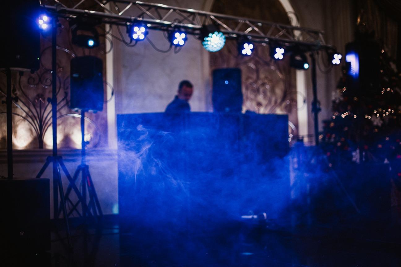 Ai nevoie de un DJ pentru o petrecere?